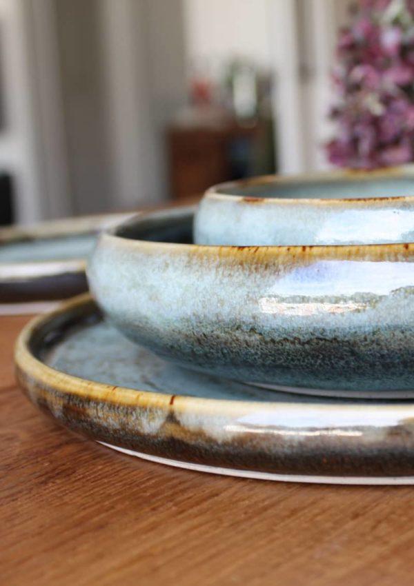 Service complet d'assiettes en grès vert bronze