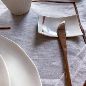 Repose couteau design en porcelaine blanche
