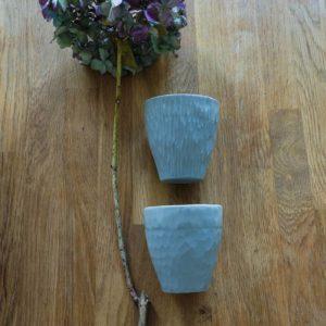 Tasses en porcelaine grise