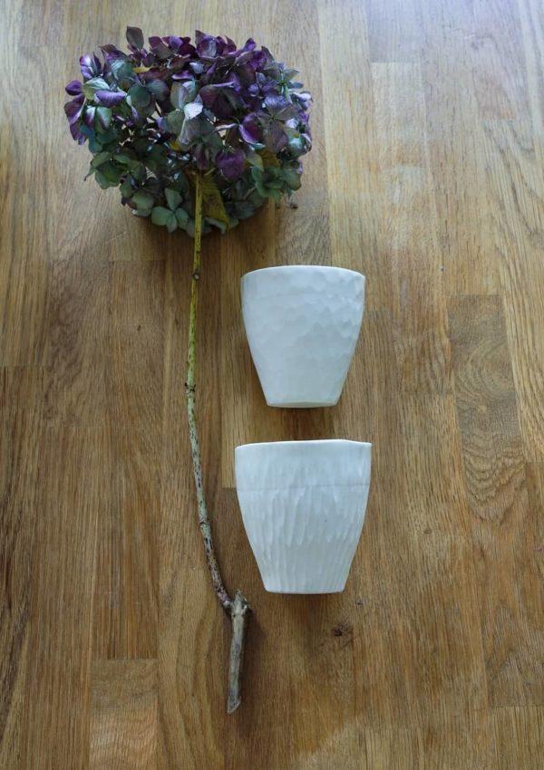 Tasses en porcelaine blanche