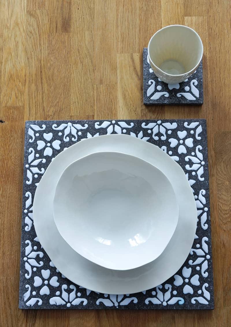 service d'assiette en porcelaine