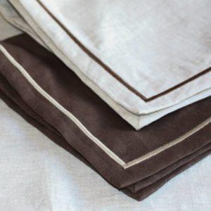 Serviettes de table brodées en lin lavé (stone washed)