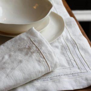 Service de table en chanvre brodés à la main