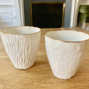 verres-en-porcelaine-blanche-ou-grise-lisere-or_003